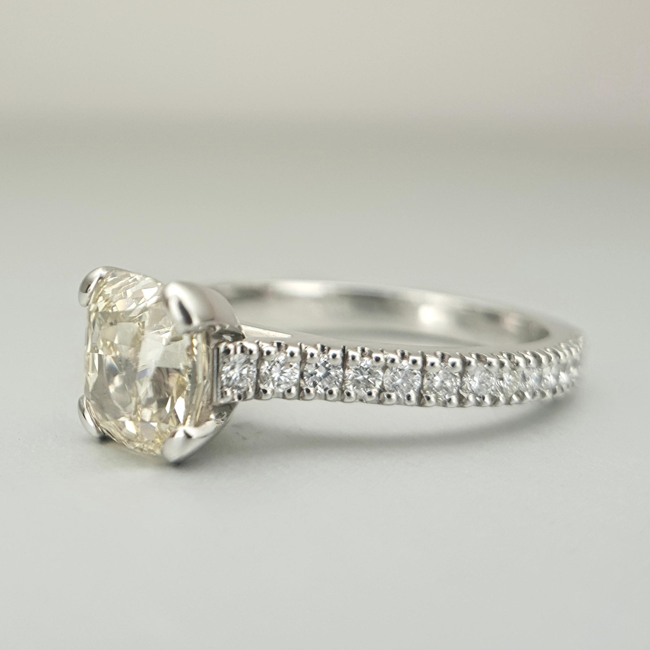 'Valentin' Diamond Ring in Platinum