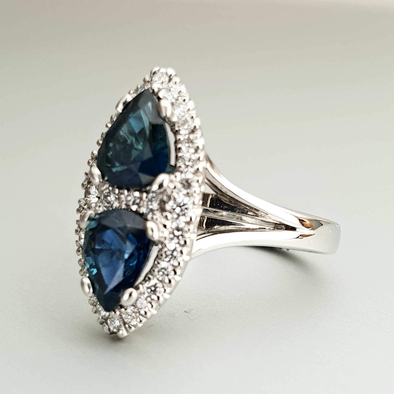 'Valentin' Sapphire and Diamond Ring in Platinum