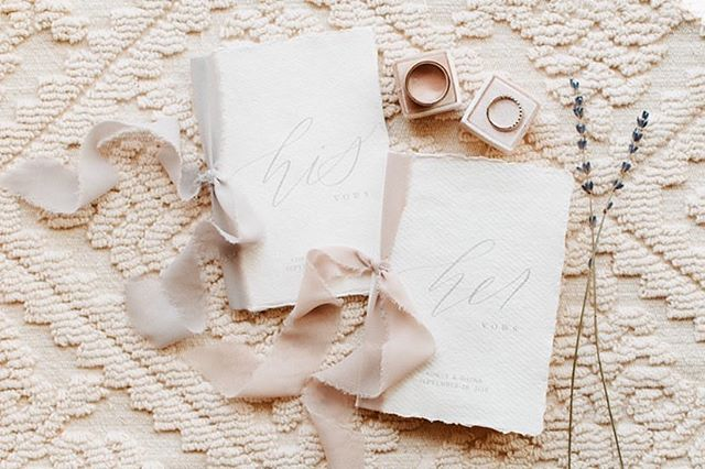 These personalized vow books 😍 @dainadunker @laurakellyweddings
