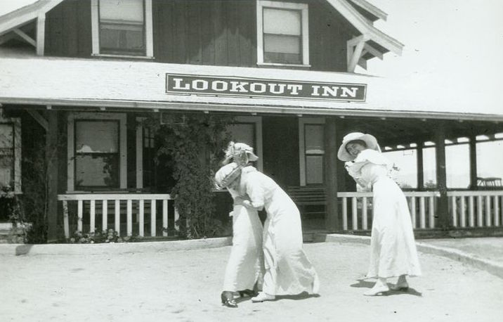 Guests of the Lookout Inn playing to the camera in 1915.