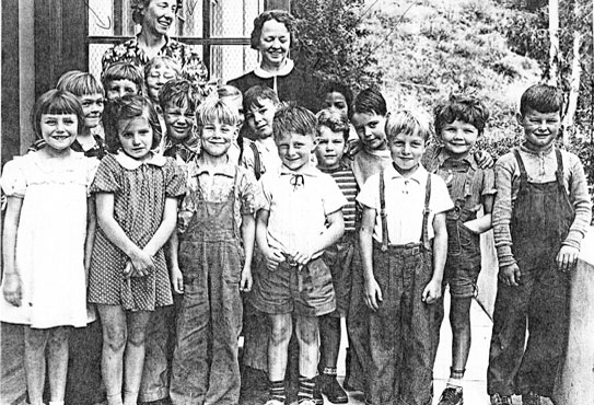 Students of the Wonderland School in Laurel Canyon in the 1940's.Then as now, the school was the pride of the community.