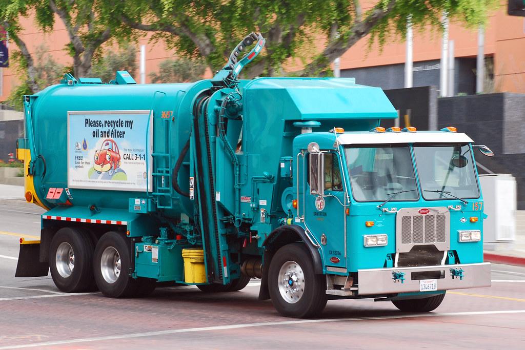 trash truck.jpg