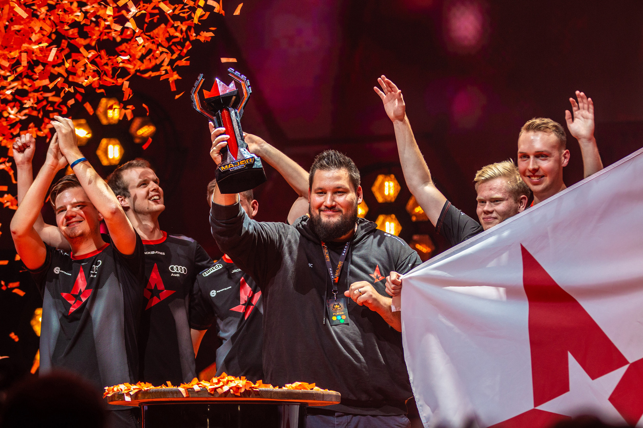 Team Astralis grabbing their trophy after big win over Navi at FaceIT Major at The SSE Arena, Wembley on September 23, 2018 in London, England.  Photo by Kieran Gibbs / ESPAT Media