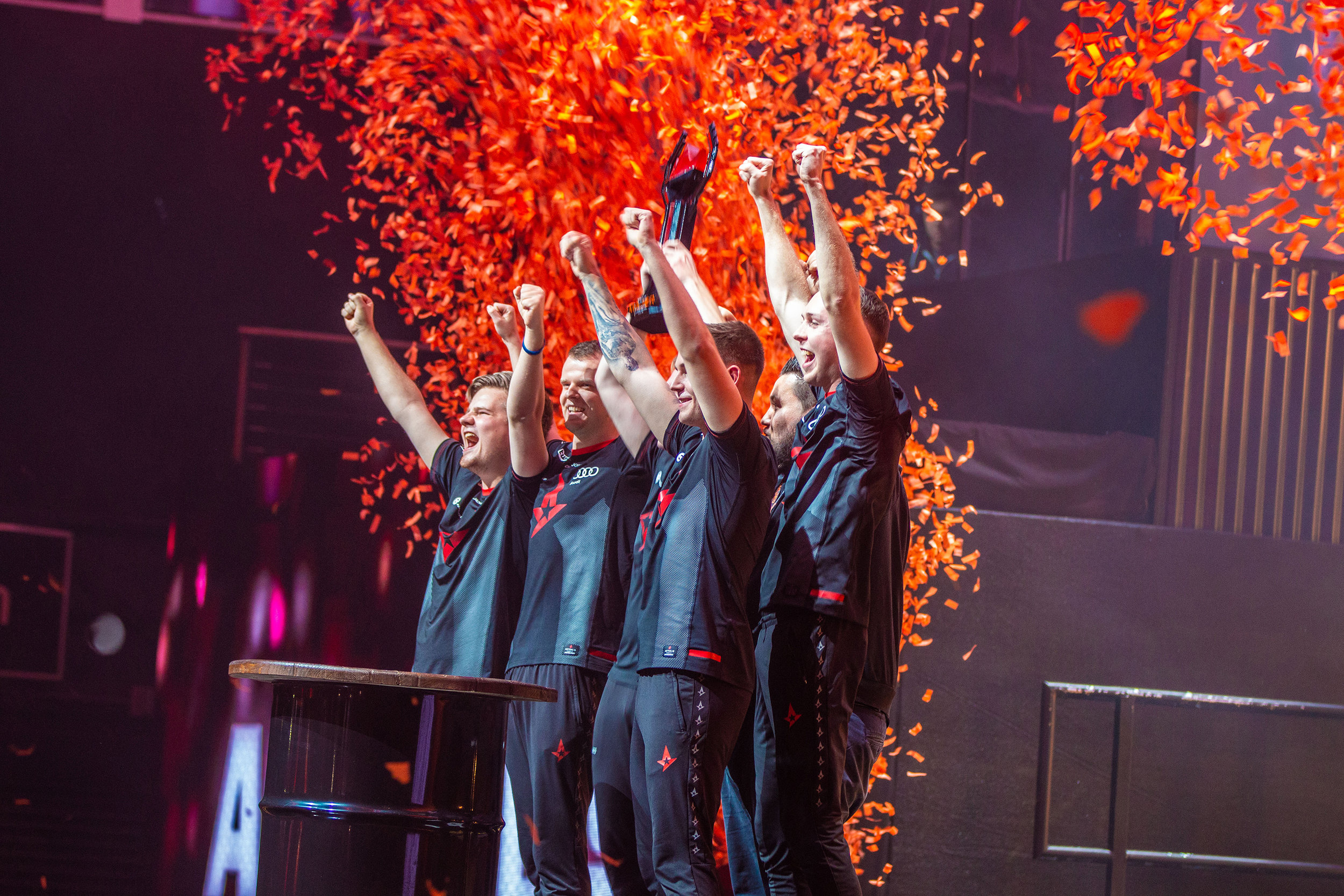Team Astralis hoisting trophy and cheering with crowd after their win over Navi. FaceIT Major at The SSE Arena, Wembley on September 23, 2018 in London, England.  Photo by Kieran Gibbs / ESPAT Media