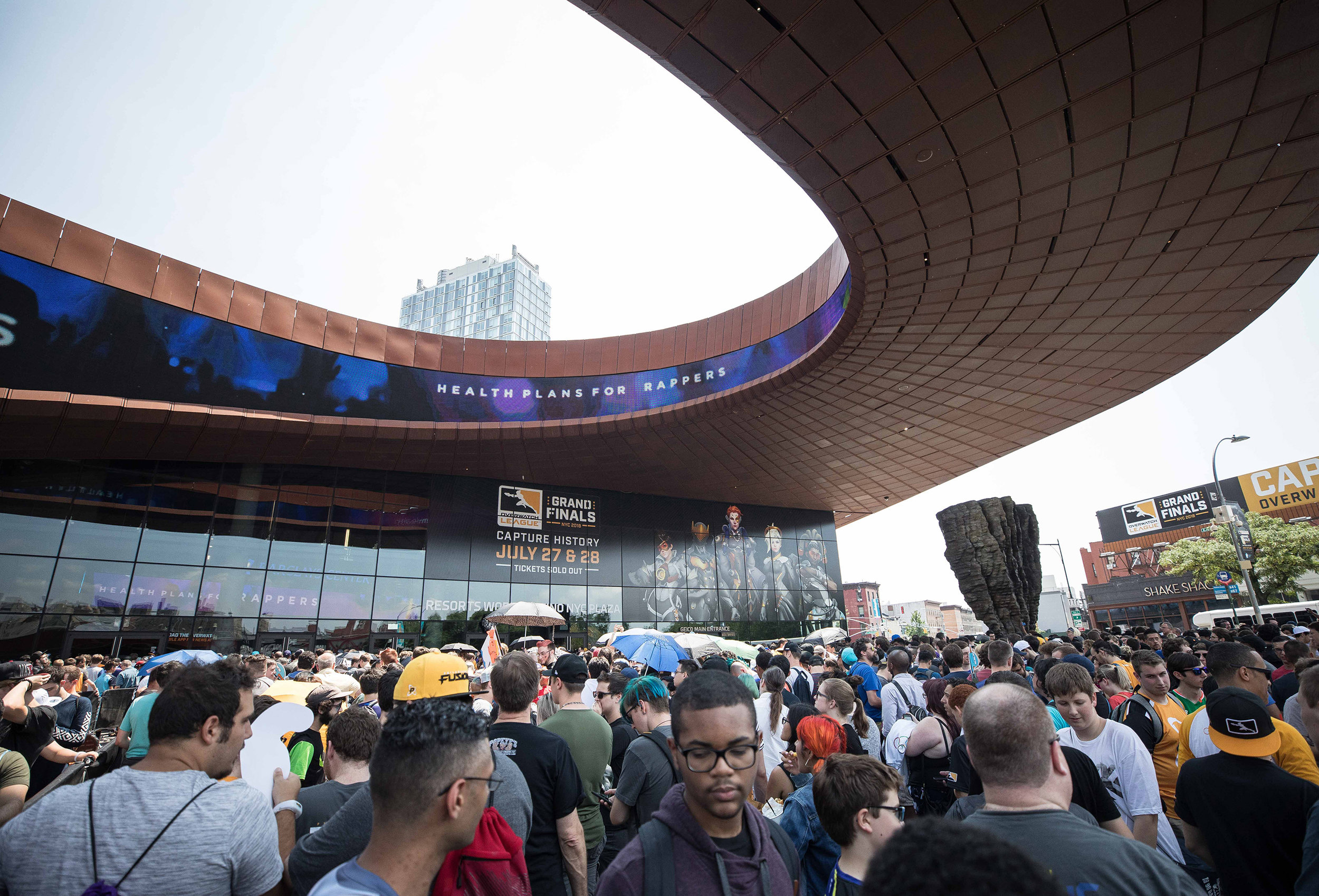 Overwatch League Grand Finals, crowd gathers outside to watch London Spitfire vs Philadelphia Fusion at Barclays Center on July 27, 2018 in Brooklyn, New York.  Photo by Hannah Smith / ESPAT Media