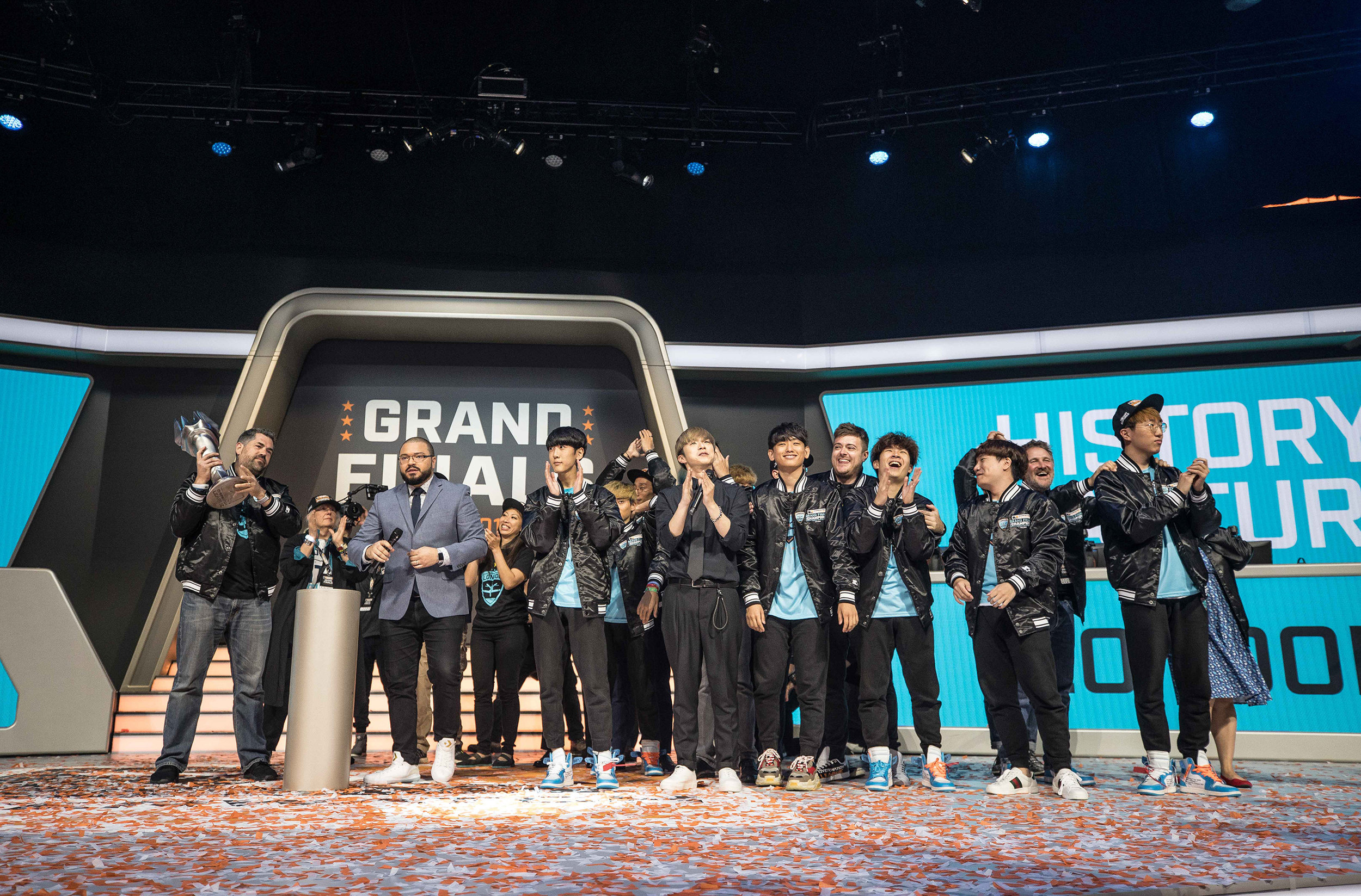 Overwatch League Grand Finals, entire London Spitfire team acknowledges fans after winning final over Philadelphia Fusion at Barclays Center on July 27, 2018 in Brooklyn, New York.  Photo by Hannah Smith / ESPAT Media