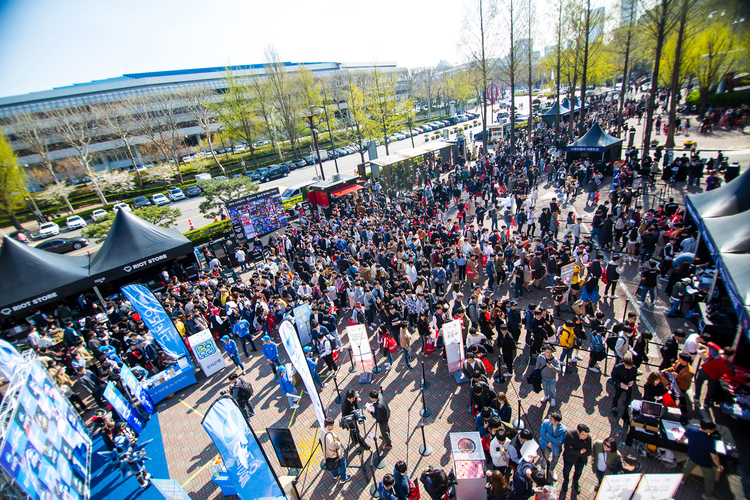 SEOUL, SOUTH KOREA - APRIL 13: Fans line up outside to watch SK Telecom T1 (wins 3-0) vs Griffin at LCK Spring Finals at Jamsil Sports Center on April 13, 2019 in Seoul, Korea. Photo by Timo Verdeil/ESPAT Media