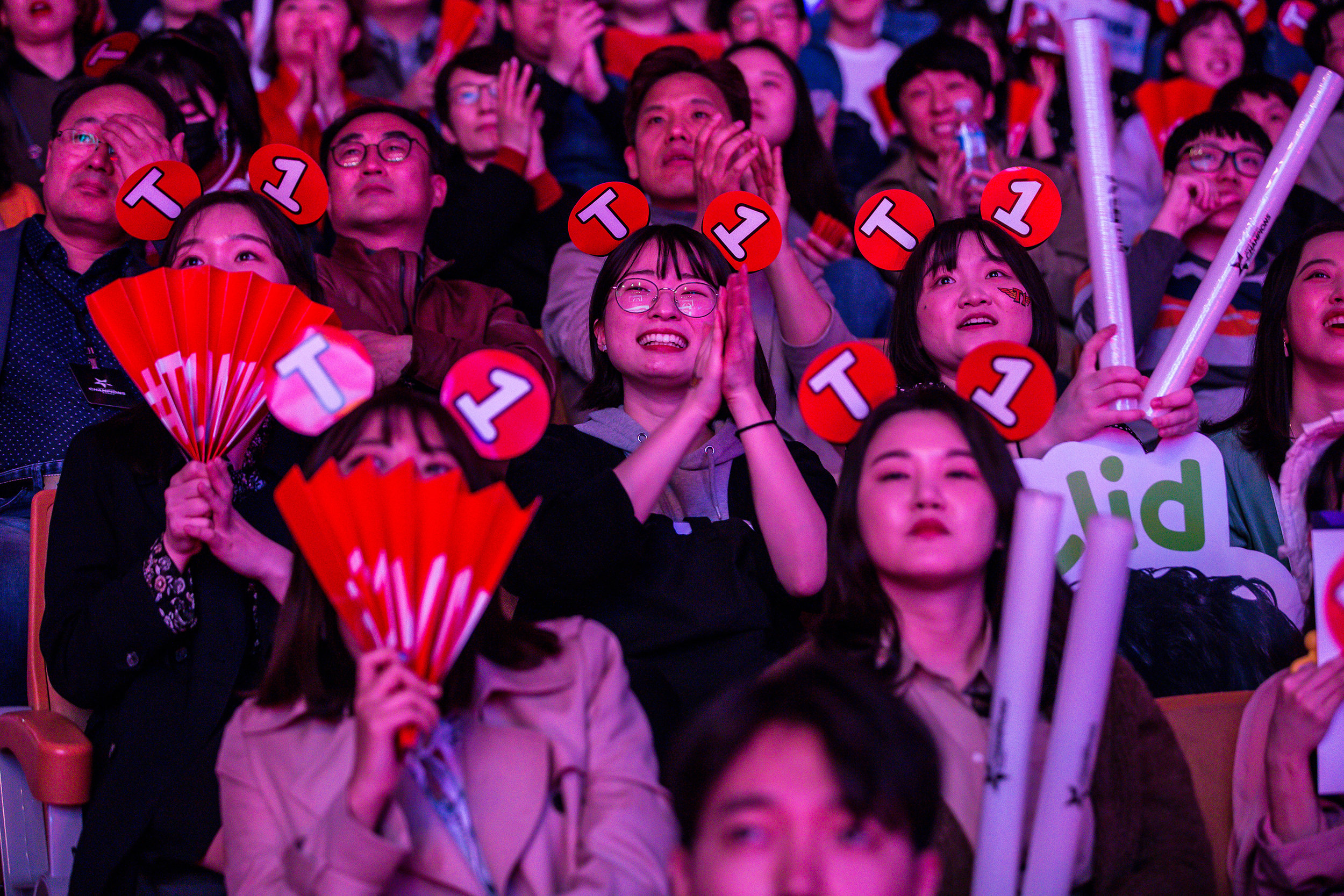 SEOUL, SOUTH KOREA - APRIL 13: Crowd reacting to SK Telecom T1 win 3-0 over Griffin at LCK Spring Finals at Jamsil Sports Center on April 13, 2019 in Seoul, Korea. Photo by Timo Verdeil/ESPAT Media