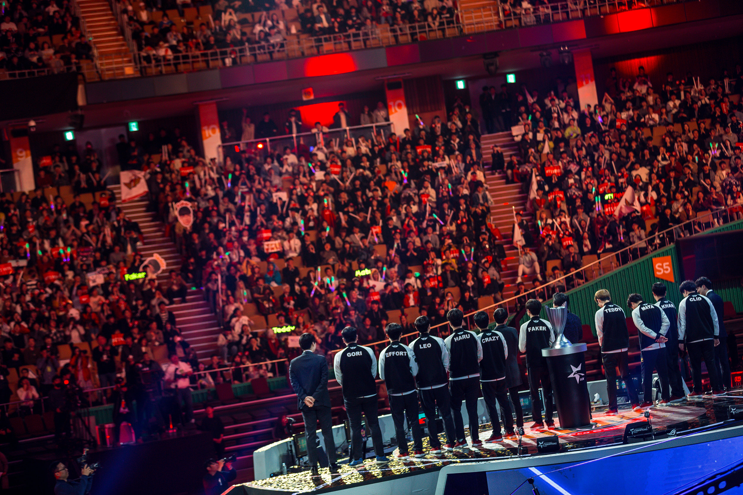 SEOUL, SOUTH KOREA - APRIL 13: Team addressing crowd on stage. SK Telecom T1 wins 3-0 over Griffin at LCK Spring Finals at Jamsil Sports Center on April 13, 2019 in Seoul, Korea. Photo by Timo Verdeil/ESPAT Media