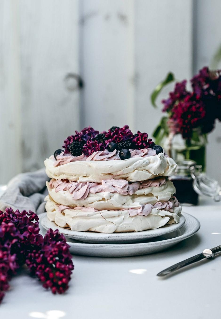 Lust auf eine Pavlova-Torte mit Blaubeer-Sahne-Creme?