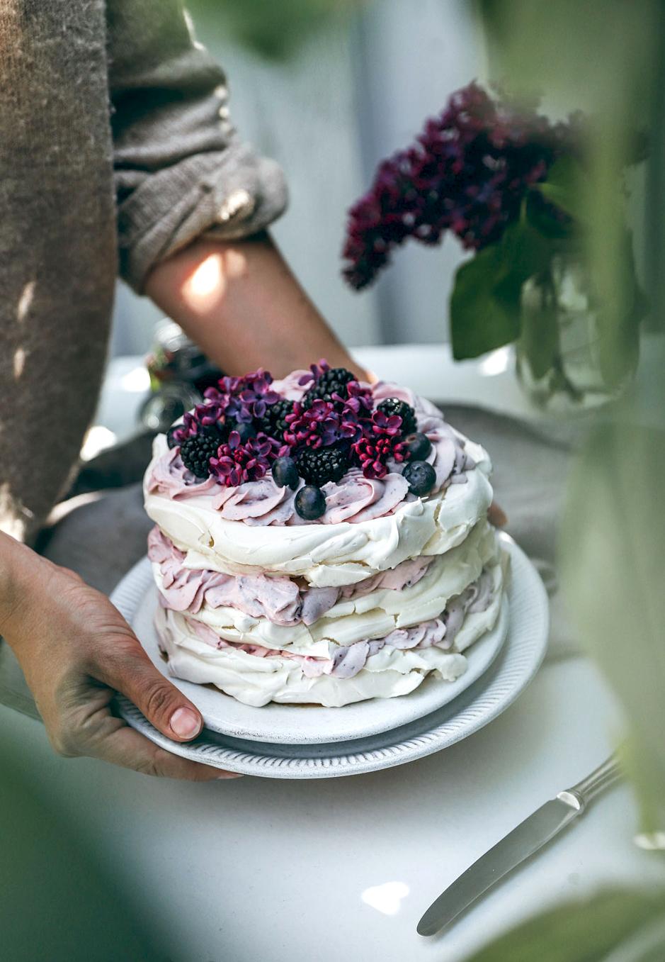 Eine Pavlova-Torte eignet sich nicht nur wunderbar mit Beeren