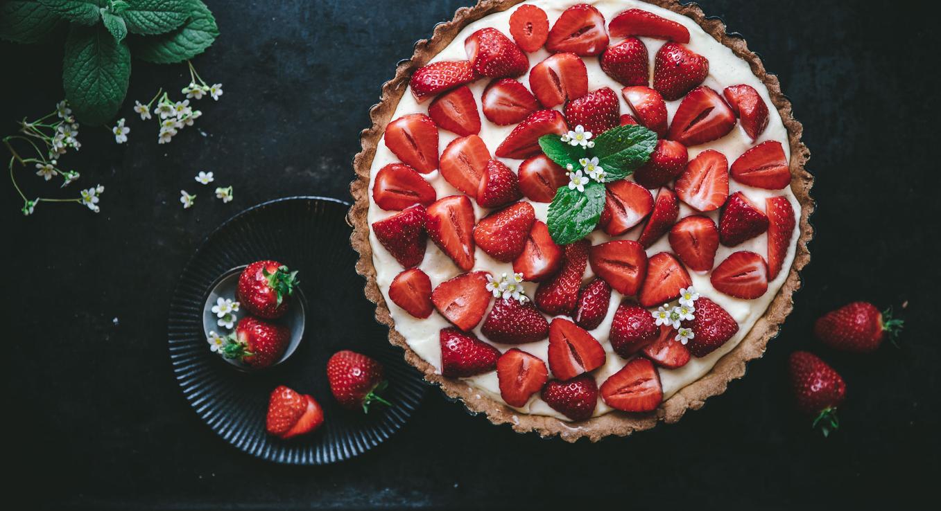 Basis unserer Erdbeer-Tarte ist ein knuspriger Mürbeteig-Boden.