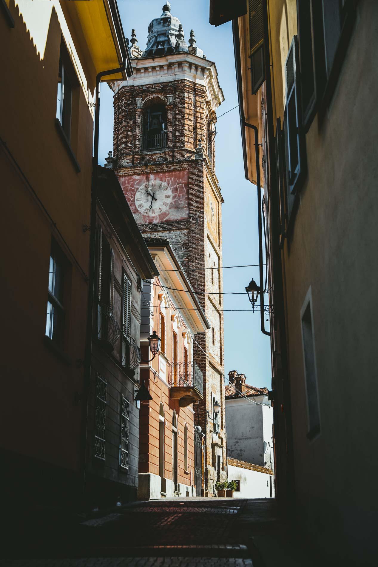 Das Städtchen La Morra im Piemont ist ein idealer Zwischenstop beim Camping und reich an Wein