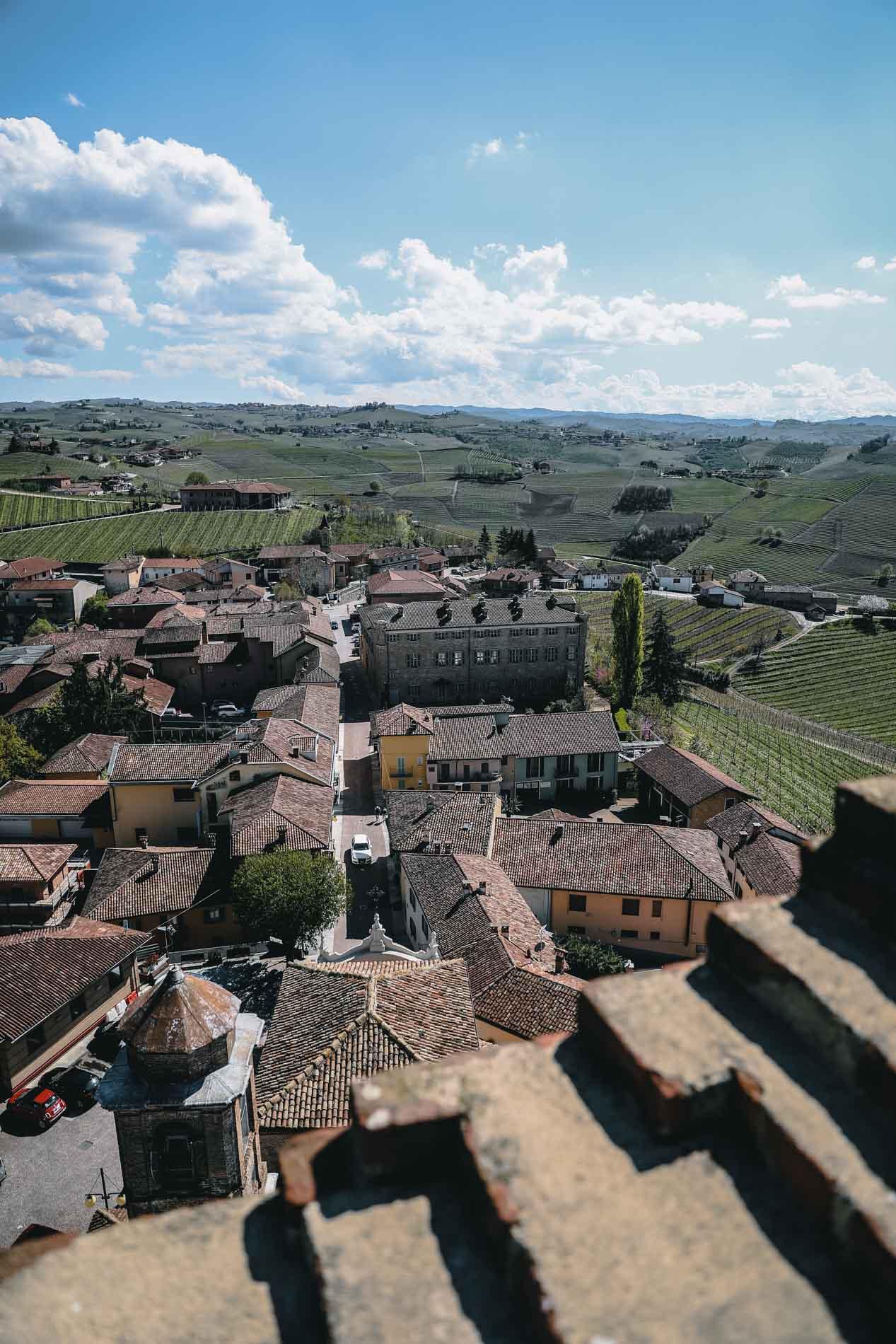Barbaresco ist nicht nur im Piemont einer der bekanntesten Weinorte, sondern in ganz Italien. Inklusive kostenlosem Wohnmobilstellplatz