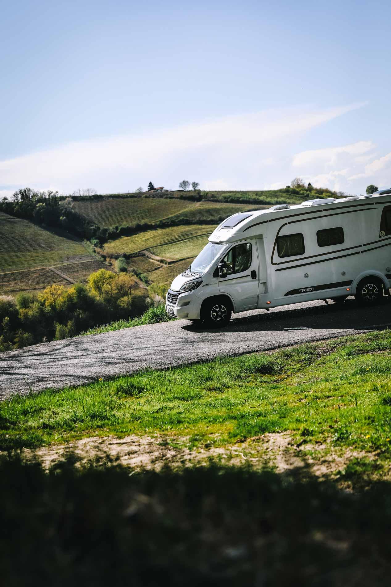 Die steilen, kurvenreichen und engen Straßen sind für die Camper kein Problem.