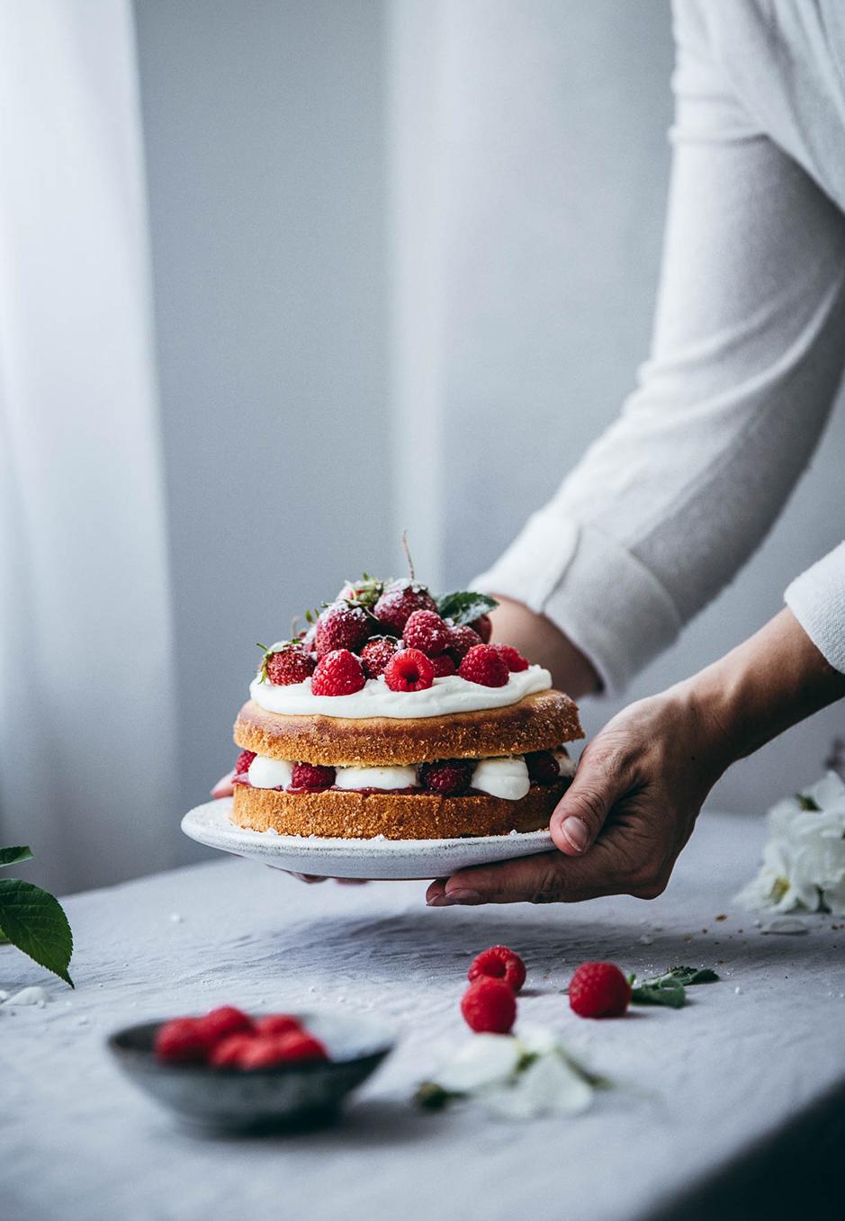 Victoria Sponge Cake: Ein Törtchen, das sich einfach zubereiten lässt und vor allem im Sommer gut schmeckt.