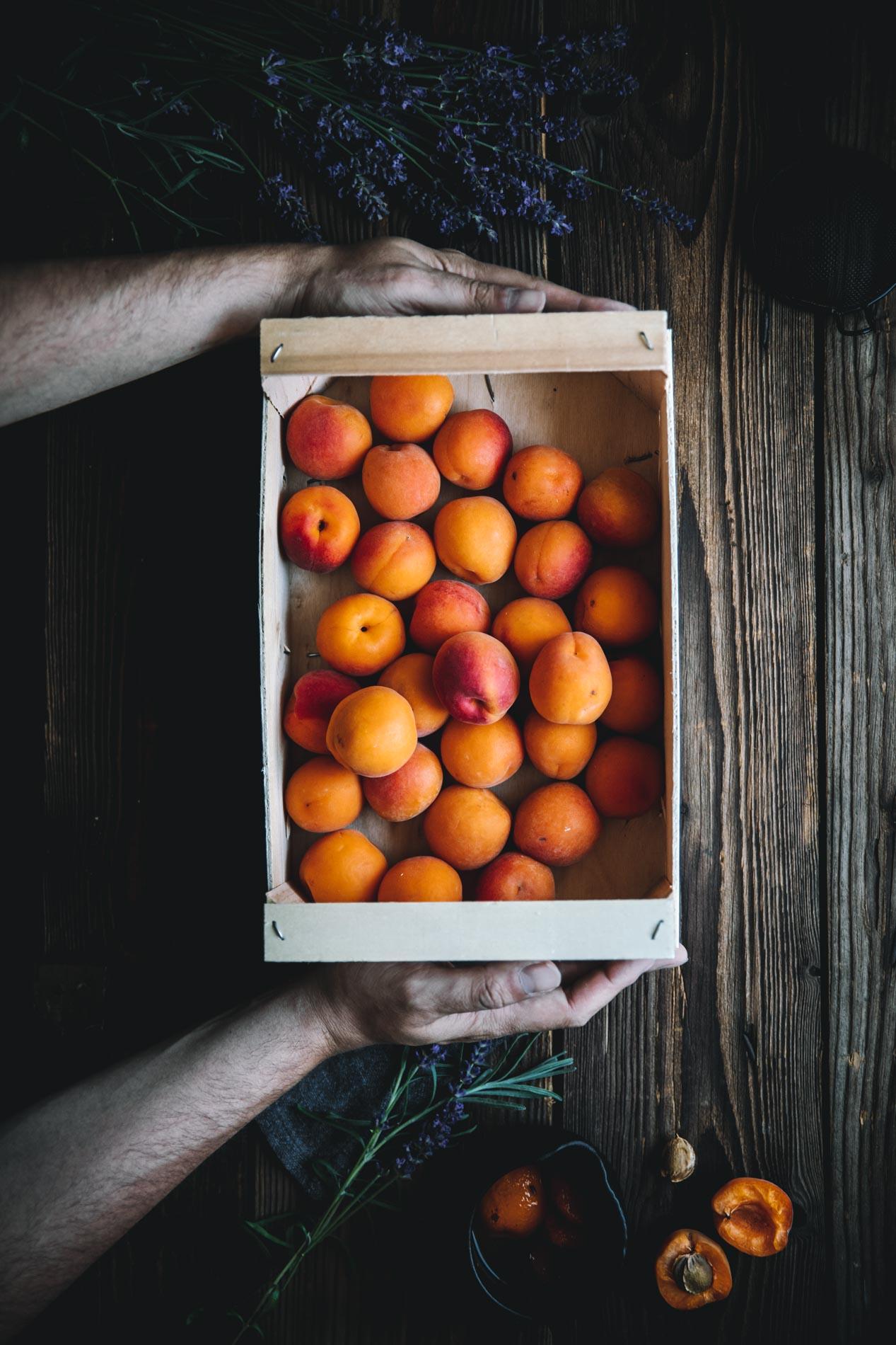 Nicht nur Aprikosen passen zu einem Dutch Baby, sondern auch andere Früchte und Beeren.