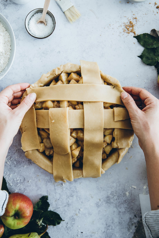 Wenn die das Flechten für den Apfel-Birnen-Pie zu kompliziert ist – er schmeckt auch ohne super.