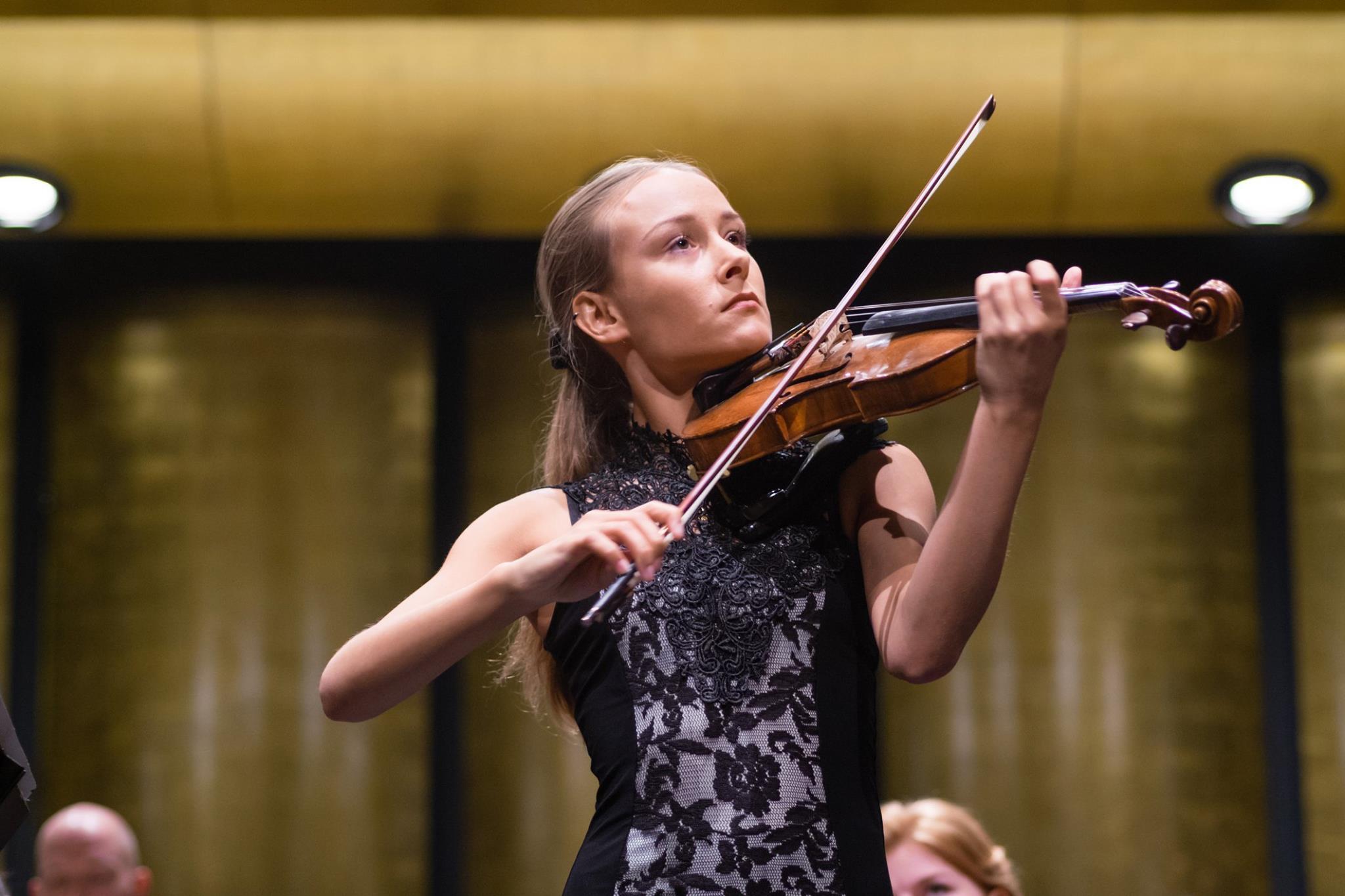 Anna Egholm performance