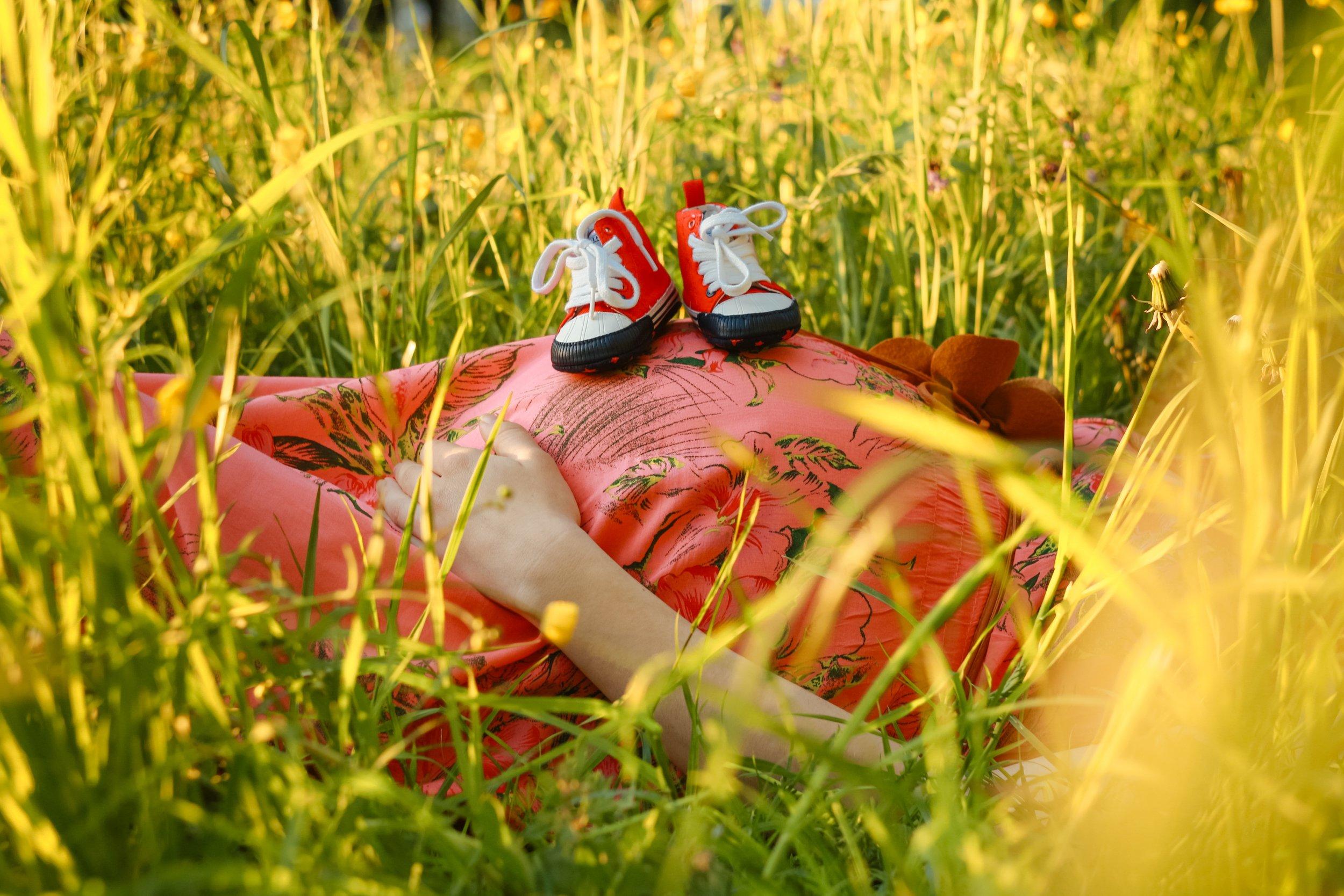 man-nature-grass-plant-woman-field-540316-pxhere.com.jpg