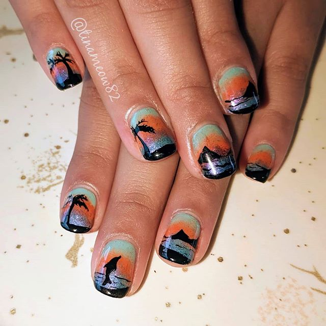 """💙 @tinameow82 - """"This fun sunset manicure was the awesome idea of @cecilia_meeting_dogs Check out her Instagram for some cute dogs! Her family are our food cart Pod neighbors,  @matt_and_memeres has amazing New Orleans inspired dishes!"""