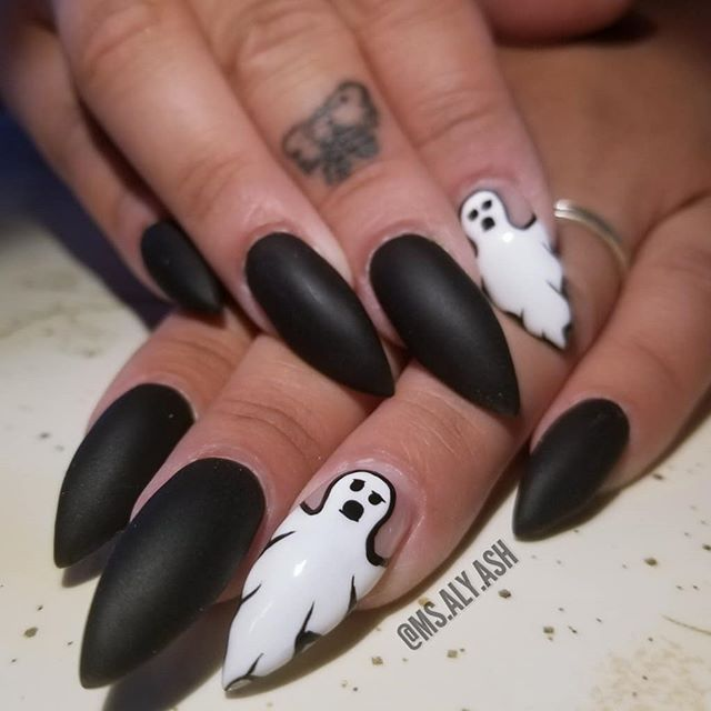 """💚@ms.aly.ash - """"IT'S OFFICIALLY HALLOWEEN MONTH!!! Thyra's kickin it off early with 2 different sets. It's her favorite time of the year🙌🎃🖤"""""""