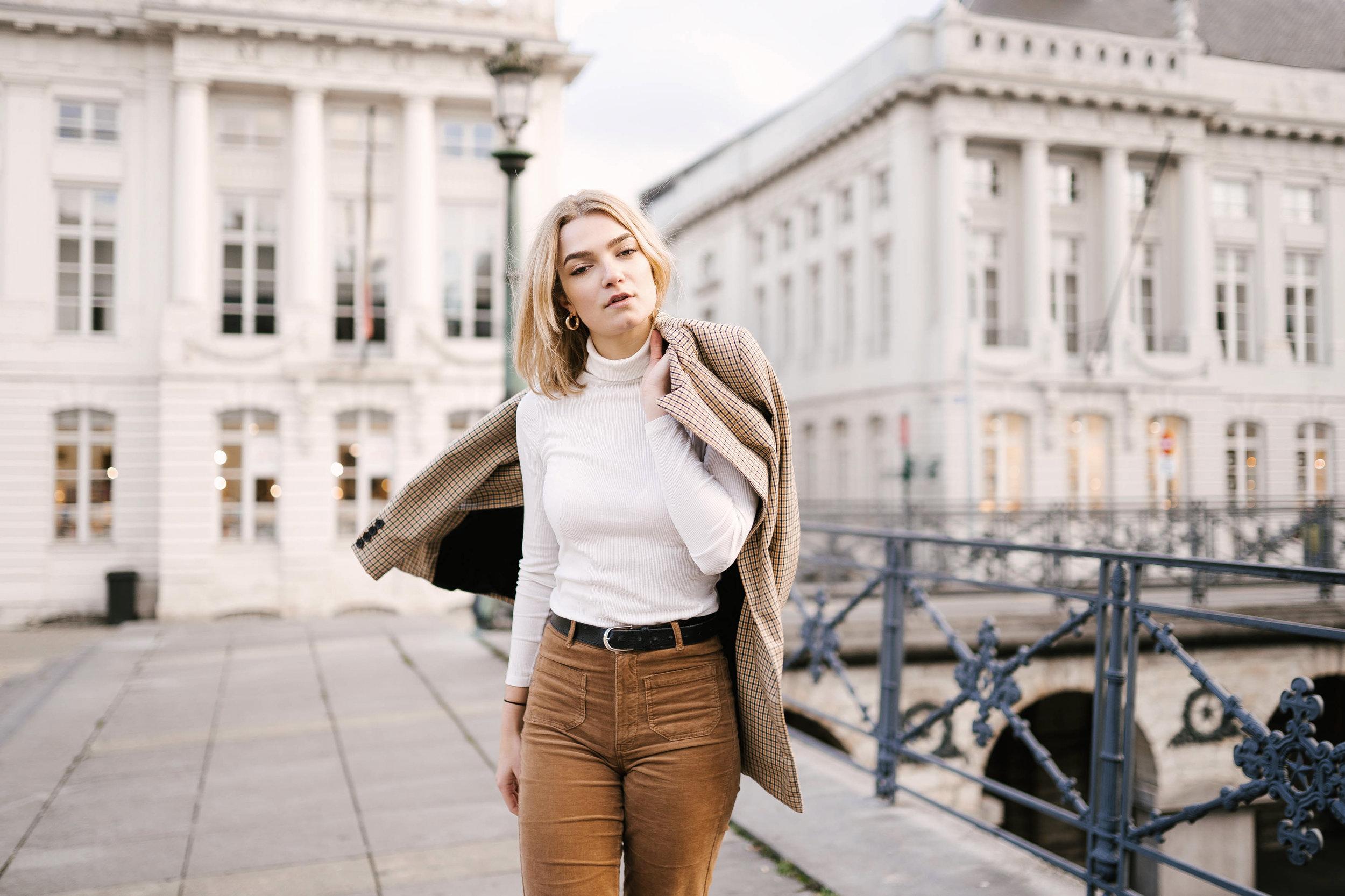 Photo de mode portrait femme photographe et vidéaste à Bruxelles