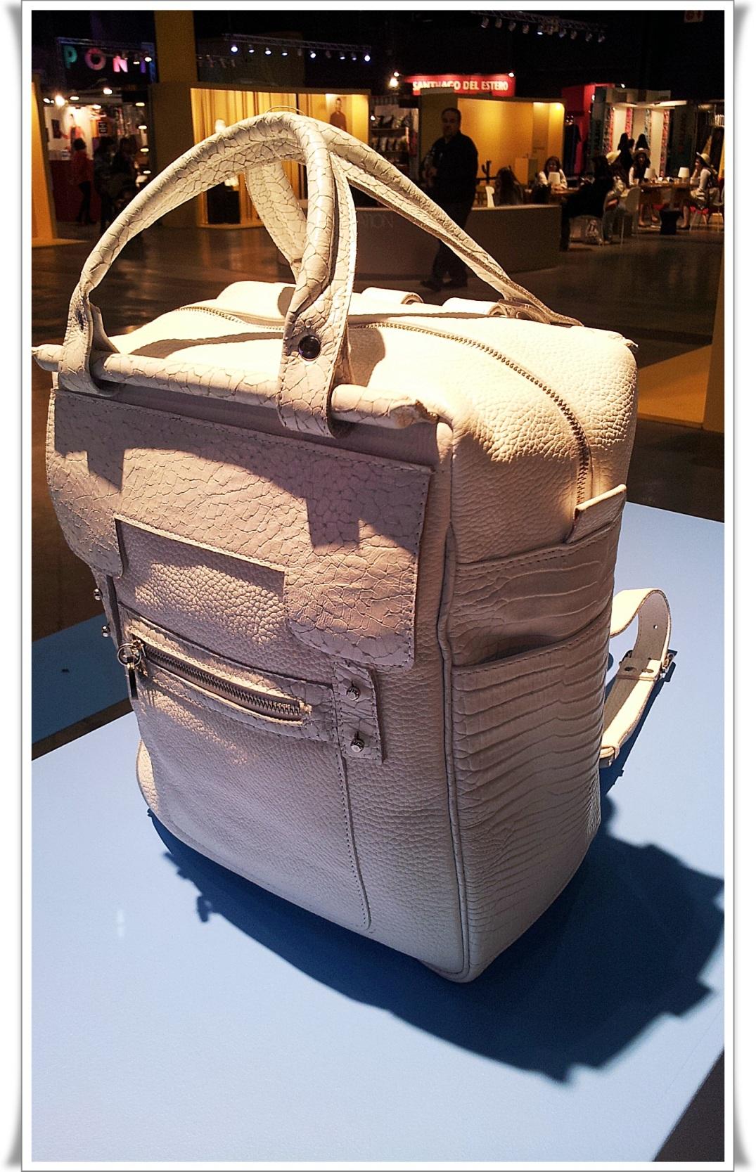 Puro Diseño 2014, mochila cuero.jpg