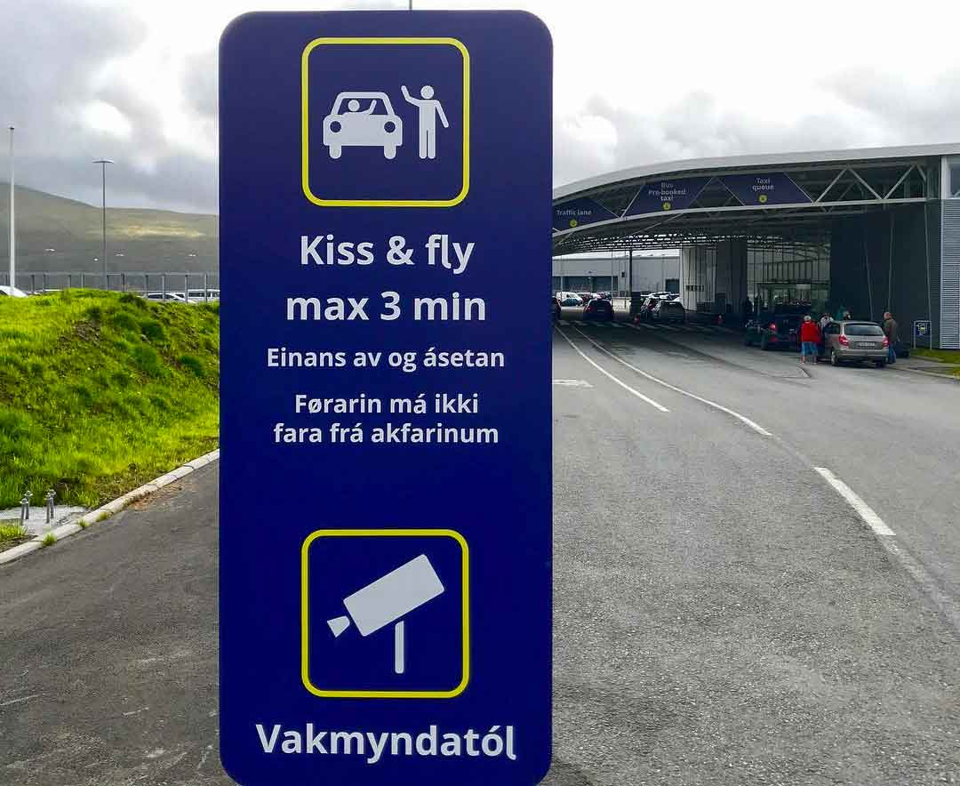 """Kiss & fly"" - best airport sign ever!"