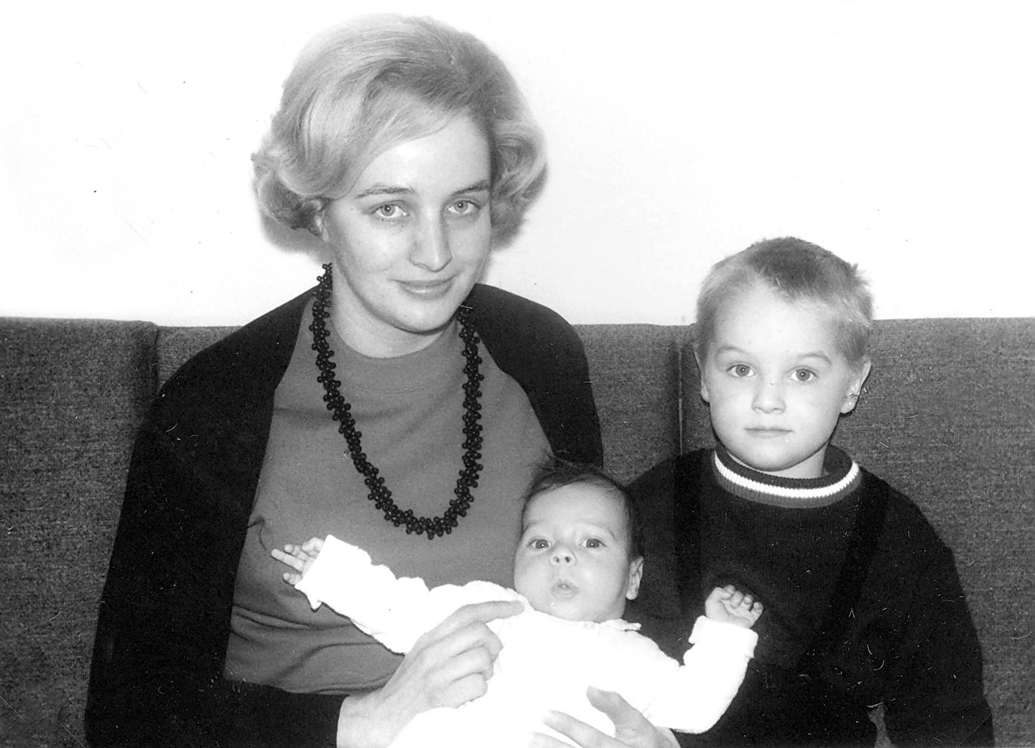 Mit Mama und frisch geschlüpftem Bruder!