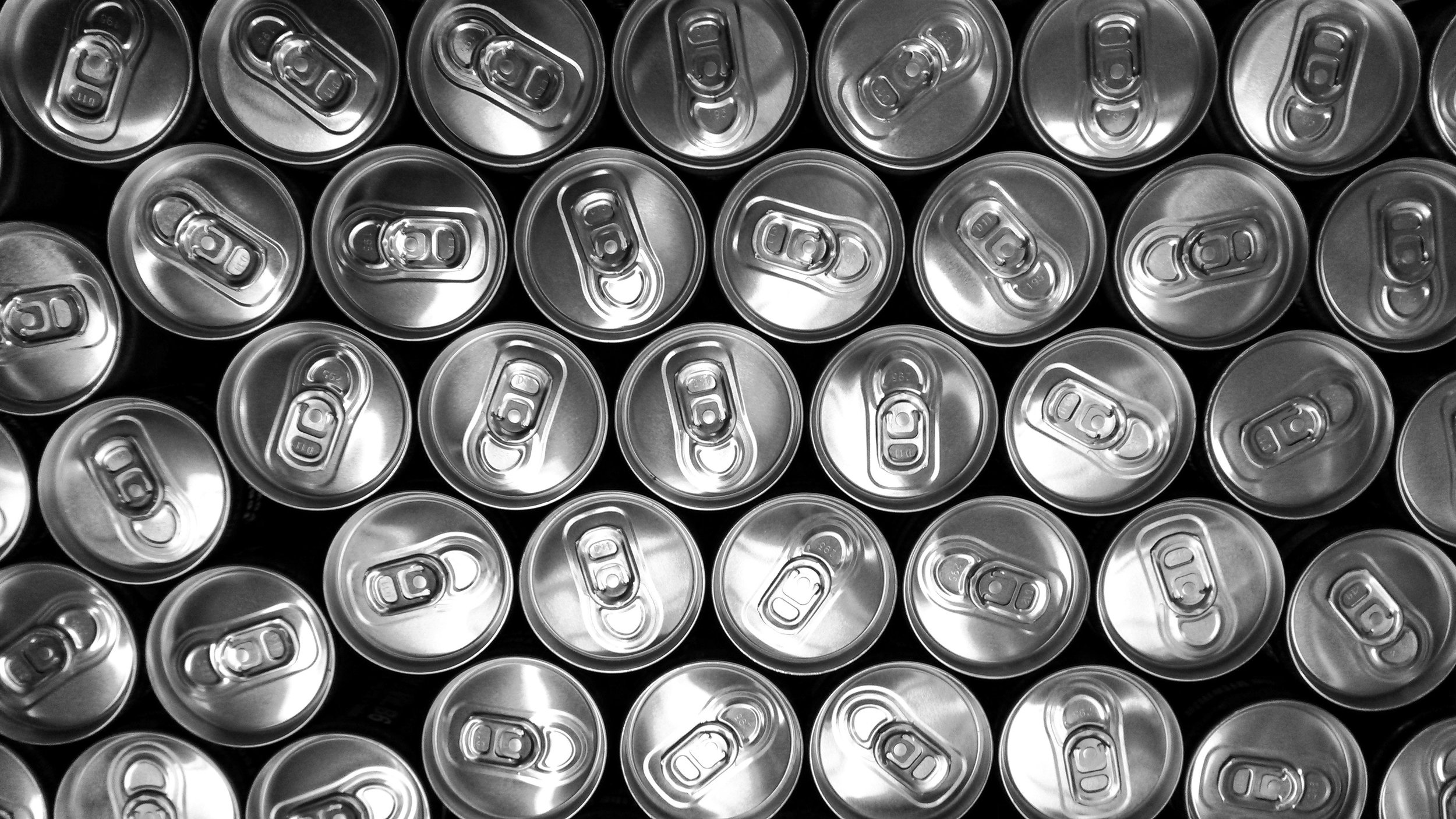 black-and-white-cans-doses-19954.jpg