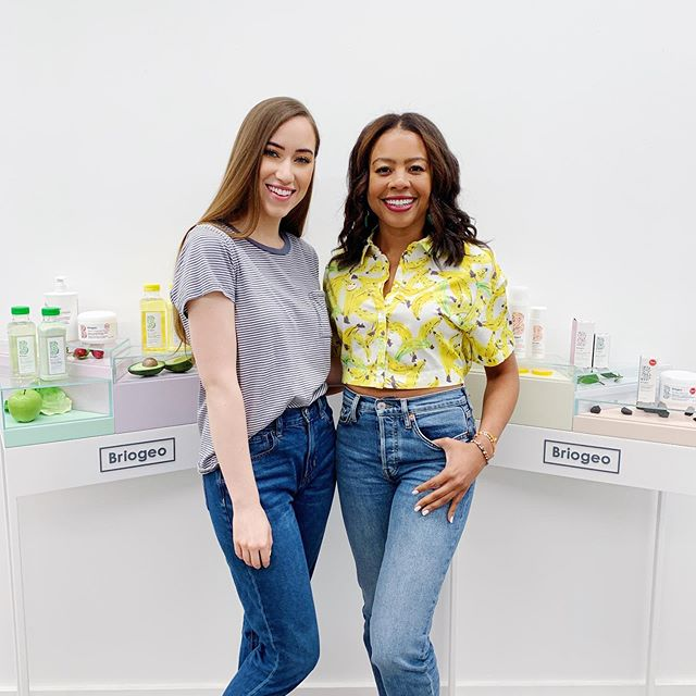 We made a quick trip out to NYC this week and I finally got to visit the @briogeo headquarters!! 🎉 It was seriously such a dream come true! I've been using their hair care products for over 2 years now, and it was so fun to see where all of the magic happens (Their office is SO CUTE)!! I met @nancytwine (Briogeo's Founder & CEO) last year, and she has been such an amazing mentor & friend 💕 It's so inspiring to see what she's built, and I love how she created a clean hair care brand that combines amazing ingredients with powerful formulas that WORK 😍 We also had a BLAST celebrating their newest launch, the Superfoods Banana + Coconut Nourishing Shampoo & Conditioner!! 🍌🥥🍍🥭 YOU GUYSSS!! IT'S AMAZINGGGG!!!! Swipe over to see how fabulous and on theme @tylanglines party shirt was! 😂 THANK YOU for everything Nancy, Chauncey, and the @briogeo team! I had such an amazing time with you all this week!! 😘 xoxo • • #nyc #briogeo #7minutegiveaway 🎁🎁🎁