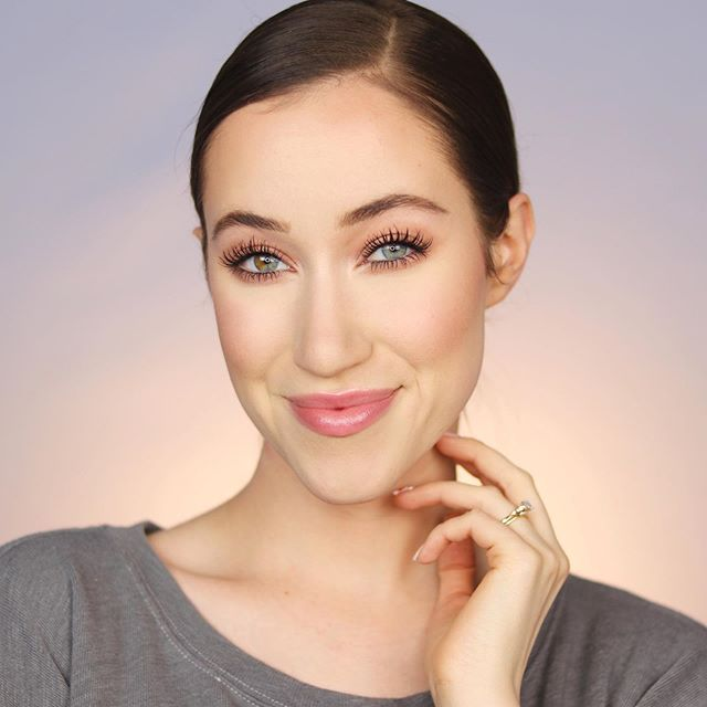In my latest YouTube video, I created this everyday drugstore makeup look using some of my current drugstore favorites!! It's such a simple look, and all of these products are seriously AMAZING 😍 Head over to my channel for the full tutorial!! I love you all so much!! 😘 xoxo • DETAILS: @neutrogena Prep + Correct Primer in Tone Correcting @nyxcosmetics Bare With Me Tinted Skin Veil @lorealmakeup Infallible Full Wear Concealer @wetnwildbeauty Photo Focus Translucent Loose Powder @flowerbeauty Heatwave Bronzers @burtsbees Blush in Shy Pink @honest_beauty Luminizing Glow Powder In Midnight Reflection @maybelline Ultra Slim Brow Pencil In Medium Brown  @maybelline ColorTattoo Cream Eyeshadows In Urbanite & High Roller @covergirl Exhibitionist Mascara @honest_beauty Tinted Lip Balm In Summer Melon @pixibeauty Hydrating Milky Mist @rimmellondonus Stay Matte Transparent Pressed Powder @nyxcosmetics Control Freak Brow Gel • • #drugstoremakeup #everydaymakeup #loreal #maybelline #neutrogena #honestbeauty #pixibeauty #flowerbeauty #nyx #nyxcosmetics #rimmellondon #covergirl #7minutegiveaway 🎁🎁🎁