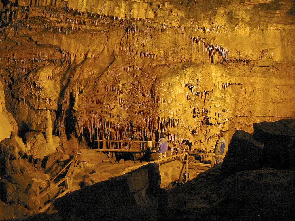 Lost World Cavern 4.jpg
