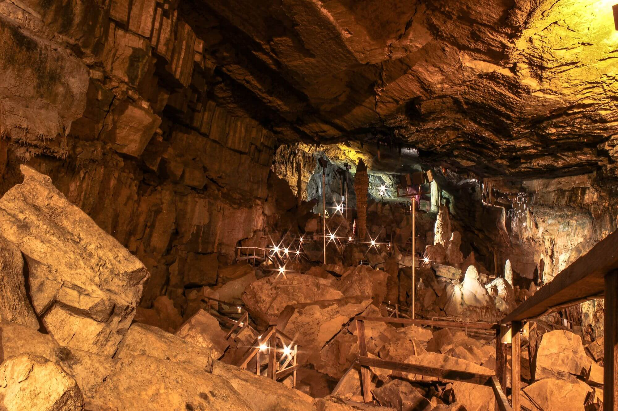 Lost World Cavern 5.jpg