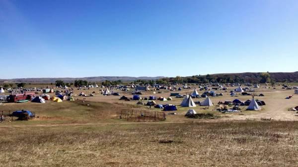 """오세티 사코윈 농성장 풍경. 통신 신호가 가장 강한 """"페이스북 언덕""""에서 바라본 풍경이다.(사진:에밀리 조바이스)"""