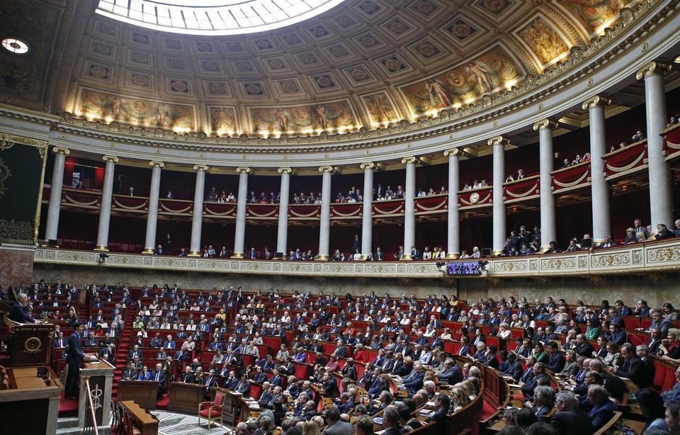 """* 본 기사는 르 몽드(Le Monde)의 """"Loi asile-immigration : l'Assemblée nationale adopte le texte en première lecture. Manon Rescan"""" ( https://lemde.fr/2HQQBWY )를 번역한 글입니다."""
