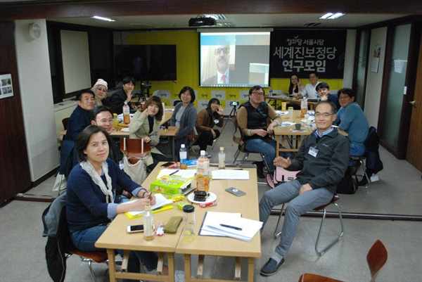International Strategy Center and the World Progressive Parties Research Meeting of the Seoul Branch of the Justice Party held a teleconference with Five Star Movement Deputy Pino Cabras .