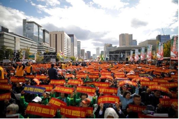 Oct. 18. Taxi drivers in Seoul protest Kakao Carpool, a car-sharing app similar to Uber. Source: Reuters