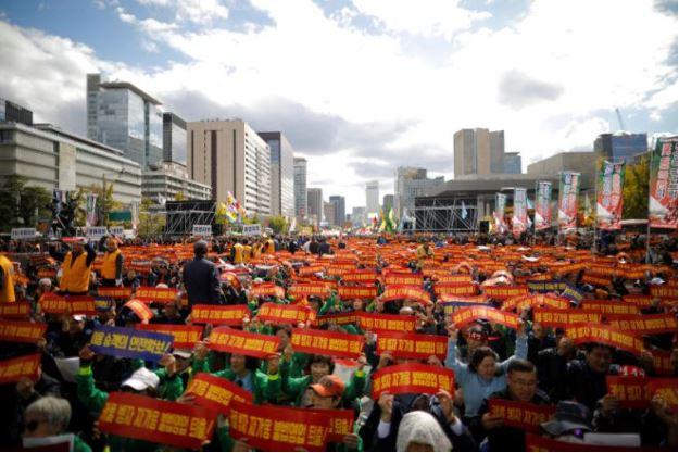 작년 10월 18일, 카카오 카풀 도입에 반대하며 서울에서 택시 기사 집회가 열렸다. 사진 출처: Reuters