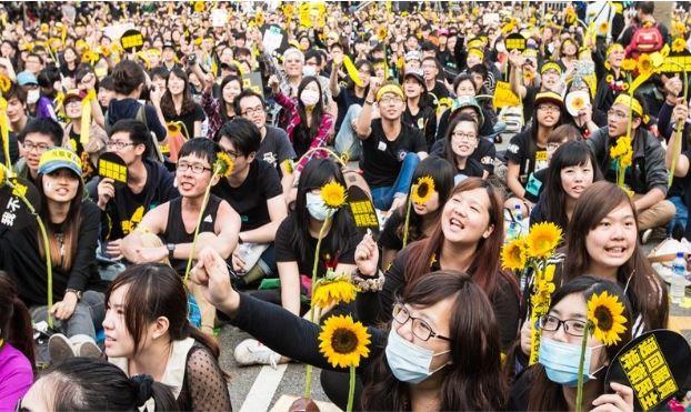 2015년 3월 해바라기 운동 1주년 기념. 출처:    http://www.asianews.it