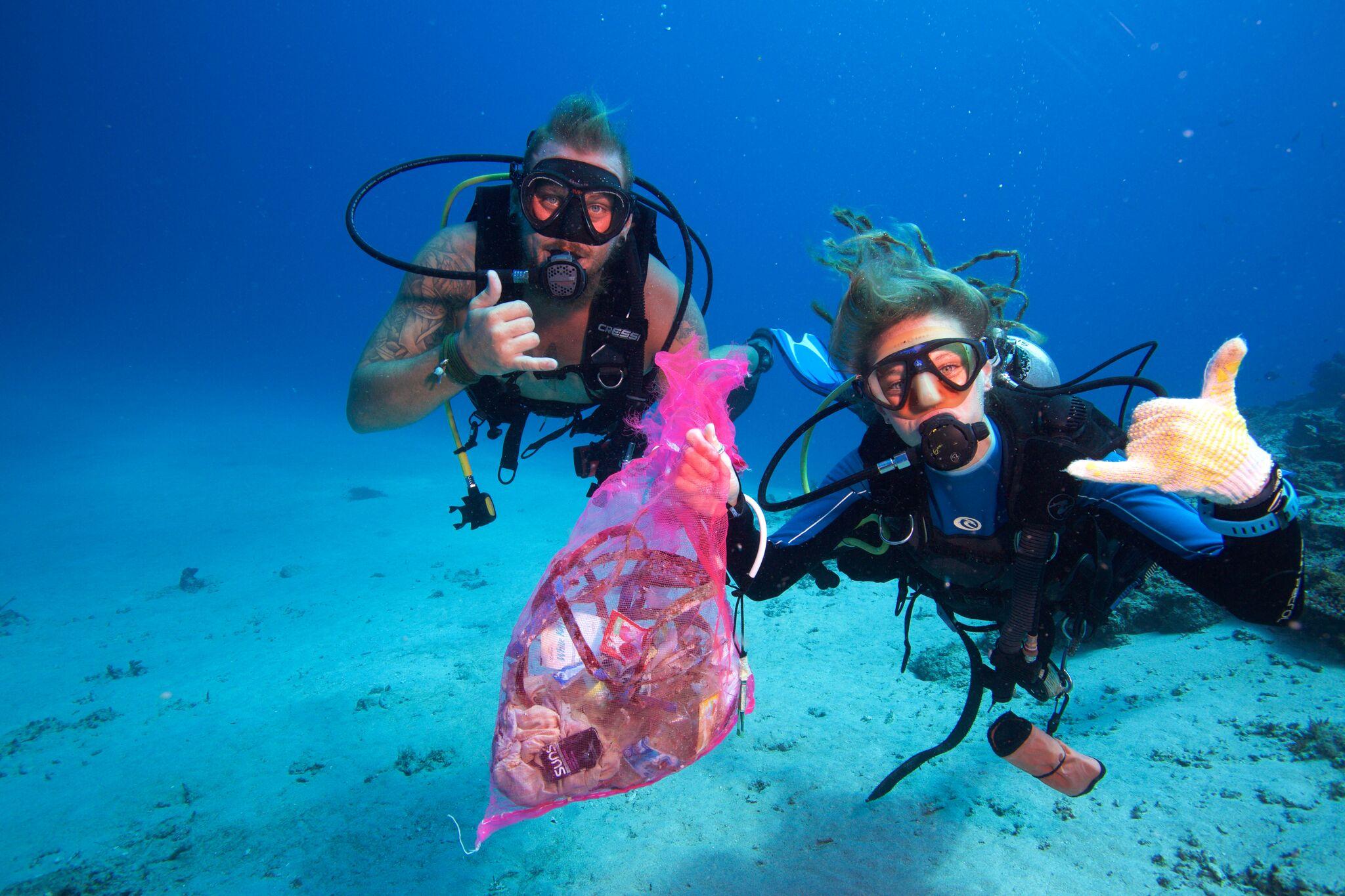 PADI dive against debris