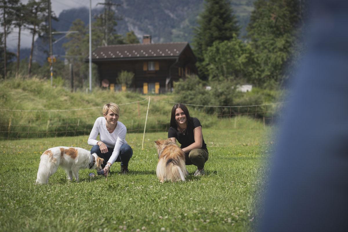 Rosine und Luna mit Hunden
