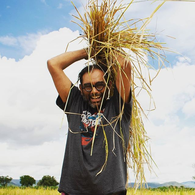 "During a visit to @farm_africa's sustainable farming projects in Babati, Tanzania, #ChefsForChange ambassador @Gaggan_Anand learnt from local farmers how to thresh freshly cut paddy stalks to release the paddy grains. ""Imagine a life without rice. I believe rice is life, and this is where life begins. It's incredible."" Photo: @elizapowellphotography #Gaggan #GagganAnand #Chefs #ChefsForChange #FarmAfrica #Farming #Agriculture #Rice #Paddy #Sustainability #Worlds50Best #Tanzania #Babati"