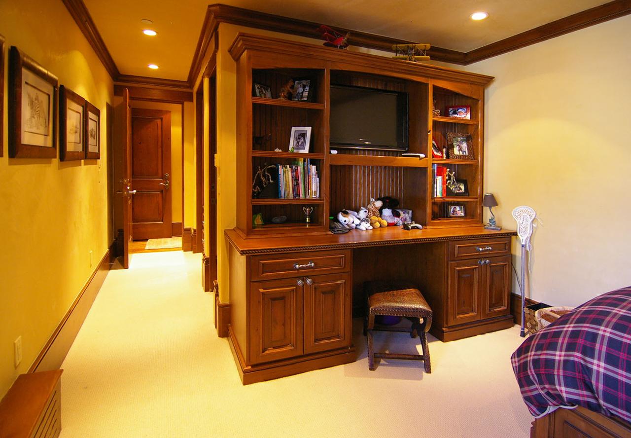 Desk-3_1-1.jpg