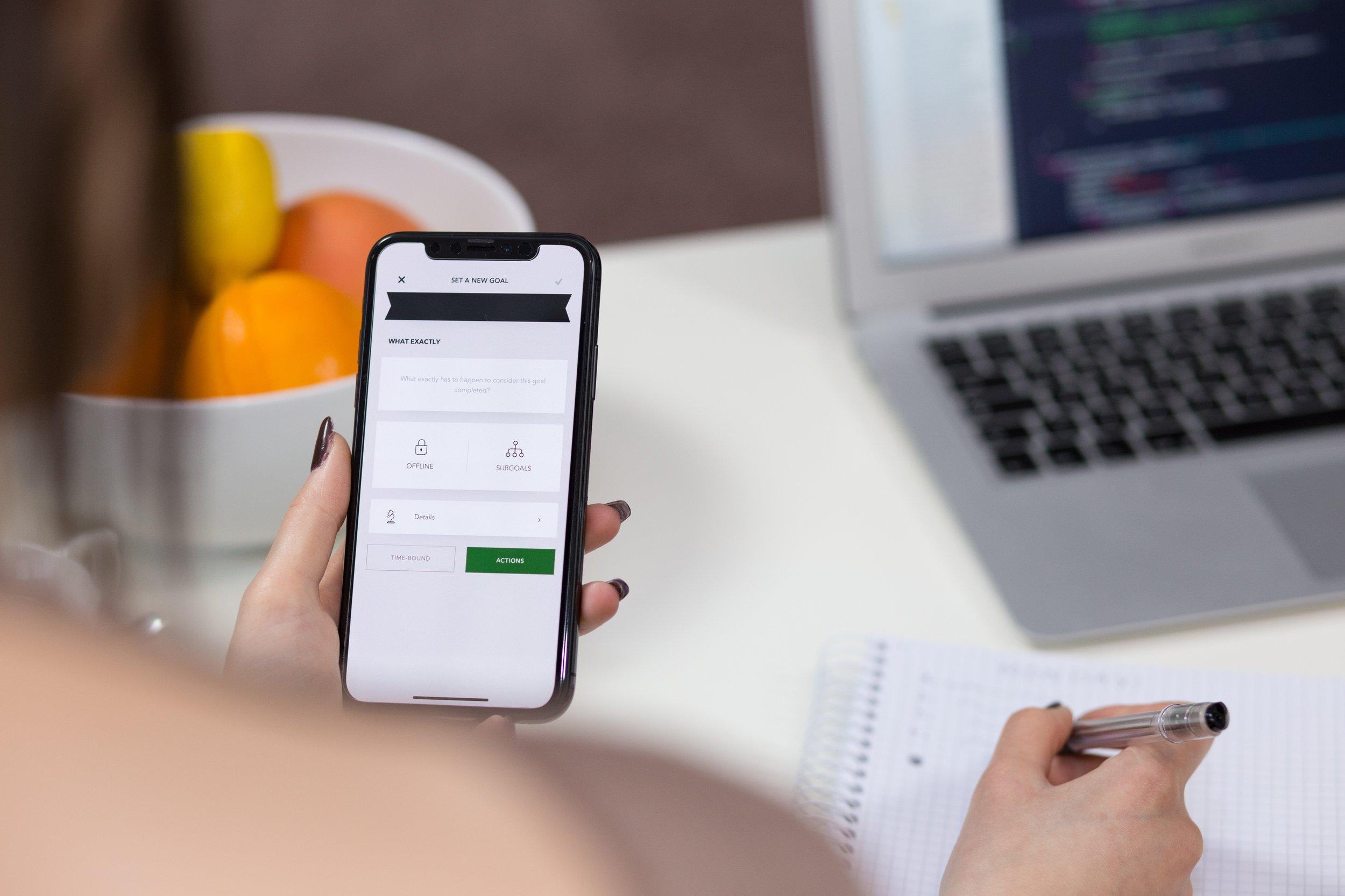 Allt samlat! - I våra appar kan du koppla samtal, chatta med kollegor, öppna och stänga växeln och se vem som ringer. Funkar på alla plattformar! Enkelt och snyggt!