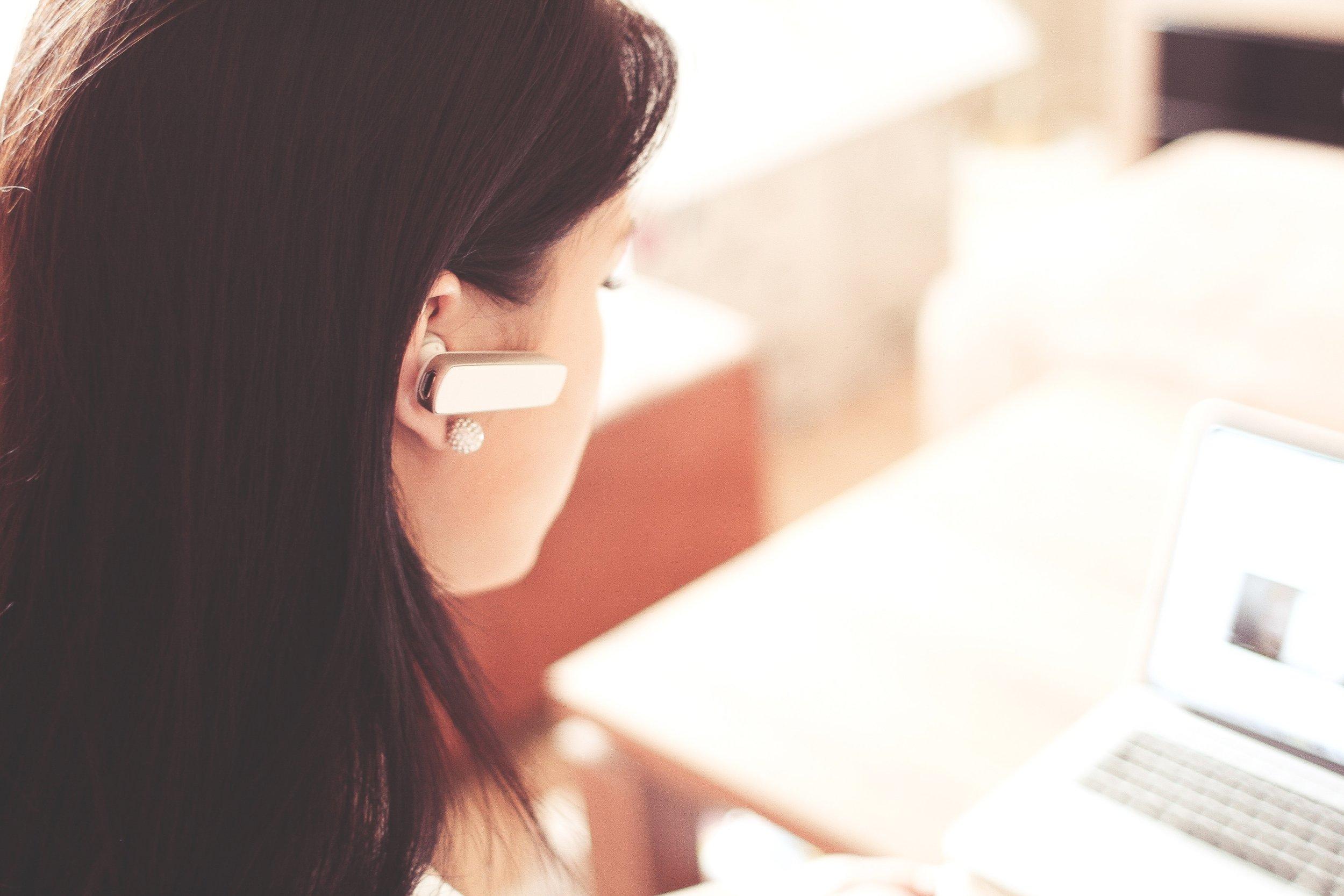 Kontakta oss - Ring, e-posta eller chatta med oss