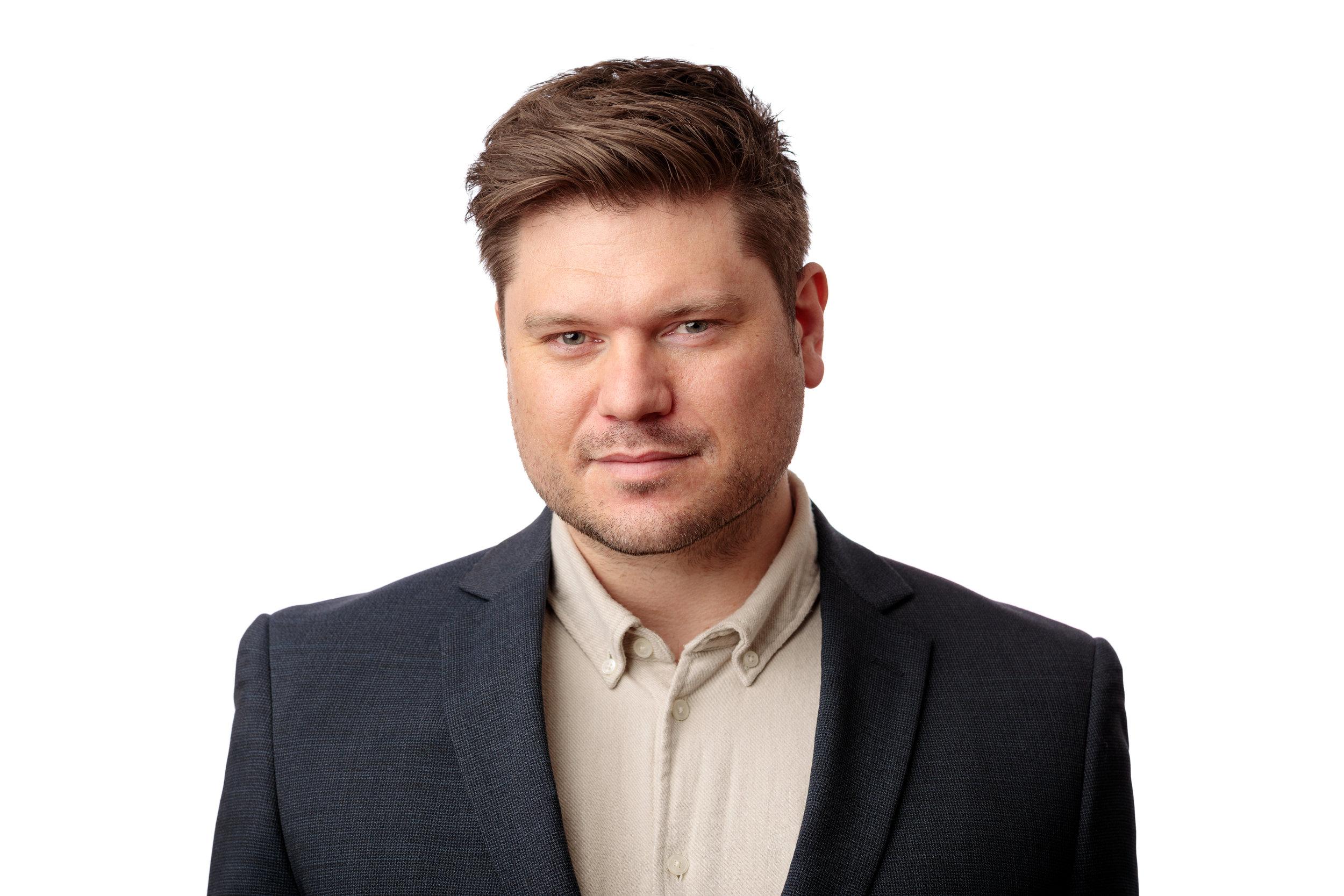 Kim Liljegren - Marknad, produkt- & FörsäljningschefKim har bland annat varit Affärsområdes- & Produktchef för AllTele, Processansvarig för Universal Telecom samt jobbat för Telia.