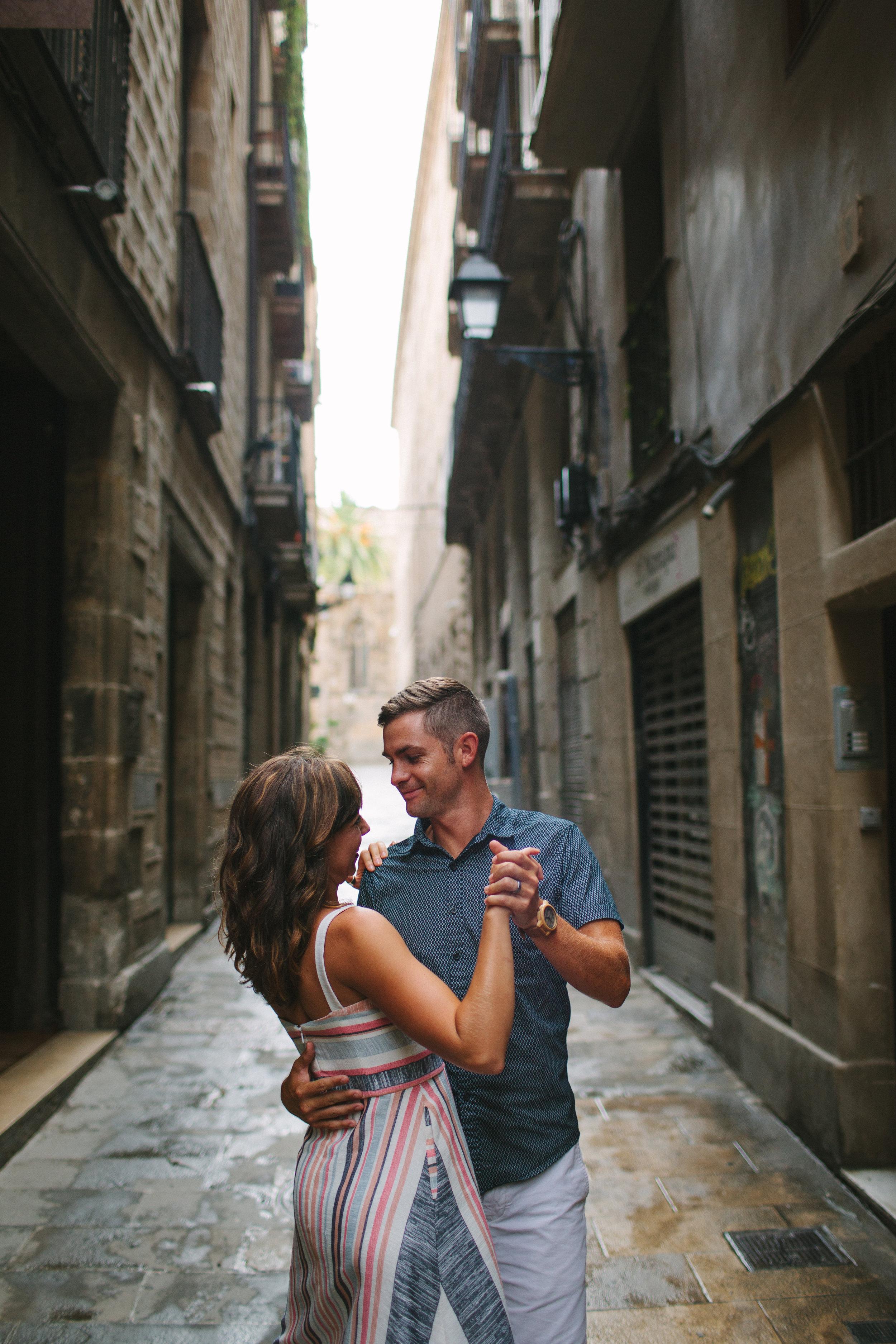 pareja bailando en la calle