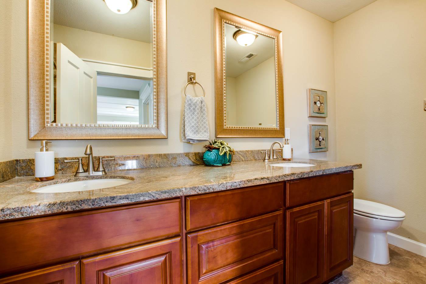 master suite bath_upper_5314 SE Milwaukie Ave_053_webres.jpg